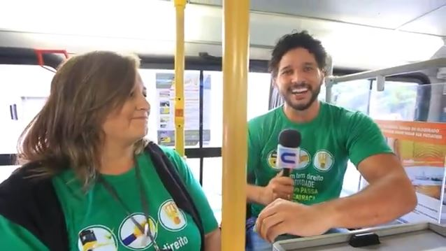 Brucce Cabral vive dia de cobrador de ônibus