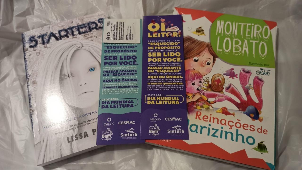 Empresas realizam ação de incentivo à leitura com livros 'esquecidos' dentro dos ônibus