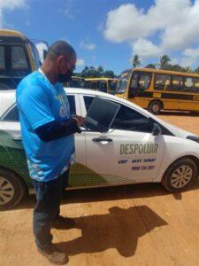 Setor de Transporte Escolar de Estância recebe o Programa Ambiental Despoluir da Fetralse